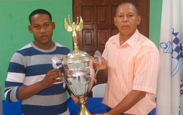 Carlos Paúl Abreú conquista torneo de ajedrez del Gran Santo Domingo
