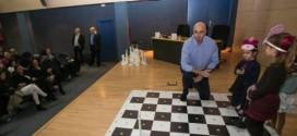 «Los alumnos que dan clases de ajedrez mejoran su rendimiento y desarrollan más su inteligencia»