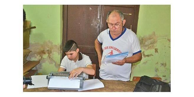 Paraguay.- Jesús, un chico con ceguera que se destaca en el ajedrez