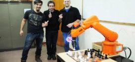 Argentina.- Jóvenes talento crearon en la UNSL un Robot que juega al ajedrez