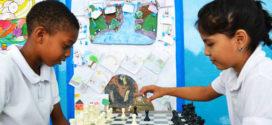 Niños mejoran su disciplina con el ajedrez