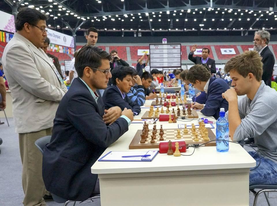 Emilio Córdova estuvo a punto de salir airoso en su partida con el Nro1 del mundo, pero un grueso error en los apuros de tiempo hizo que declinara el rey de forma inesperada.