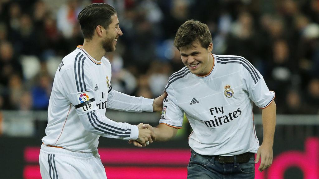 Magnus Carlsen junto a Sergio Ramos, hace justo tres años. Gtres