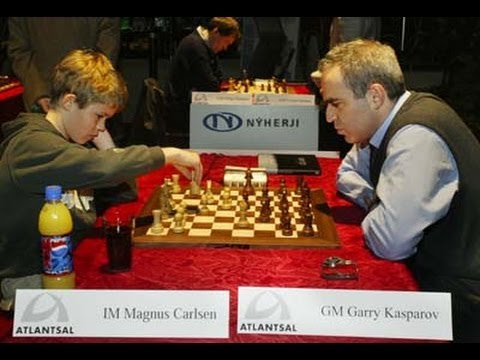 Magnus Carlsen frente a Kasparov el año 2004 cuando era MI