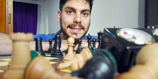 """Santa Fé, Arg.- Enseñan ajedrez a chicos para que les generen sanos """"problemas"""" a otros"""