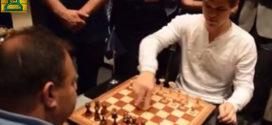 Video: Aficionado vence a Magnus Carlsen!