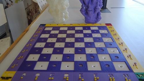 Armaron un ajedrez para personas no videntes con una impresora 3D