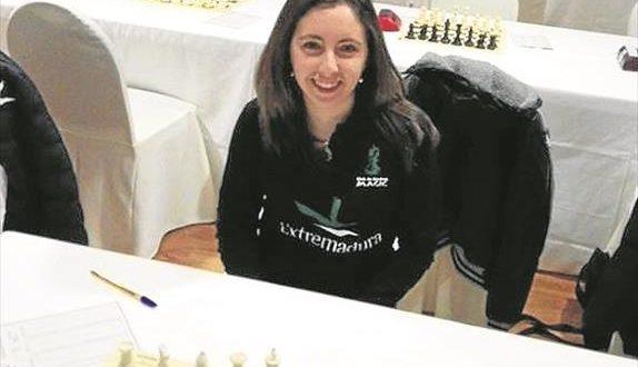 Clara Gallego, ajedrecista emeritense: «La sociedad es más consciente de los beneficios del ajedrez»