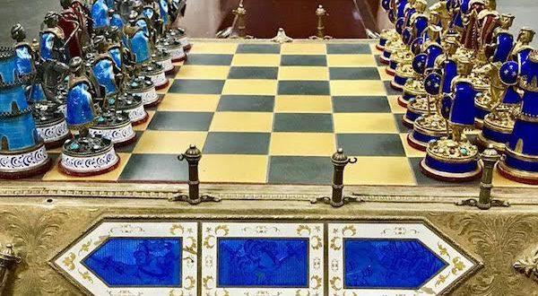 El juego de ajedrez de Saddam Hussein vuelve a Irak