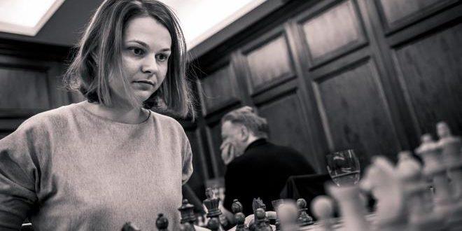 """La ajedrecista que desafió a Arabia Saudí: """"Sólo yo elijo cómo visto"""""""