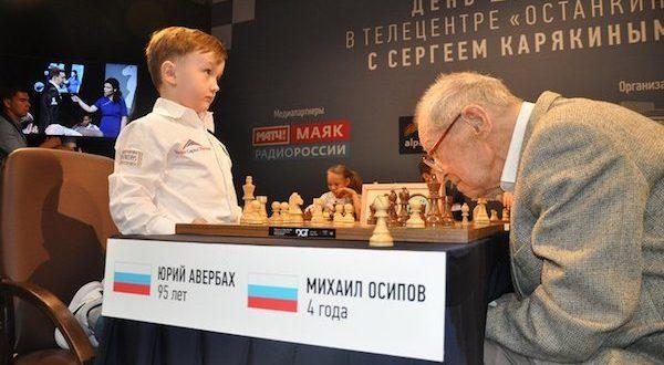 Yuri Averbach, decano del ajedrez, cumple 96 años